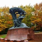 Chopin Denkmal im Lazienki Park (C) Conti-Reisen