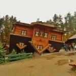 Szymbark Haus auf dem Kopf (C) Conti-Reisen